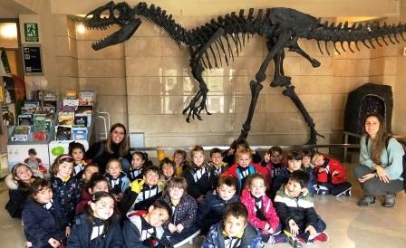 Nos vamos al museo en busca de los dinosaurios